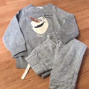 Adorable Gap Disney Olaf outfit size 4/5